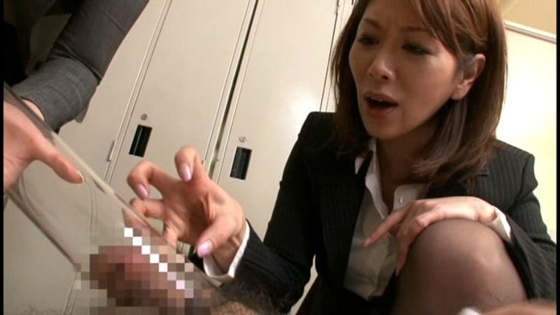 短小包茎の粗チンを吸引する女教師